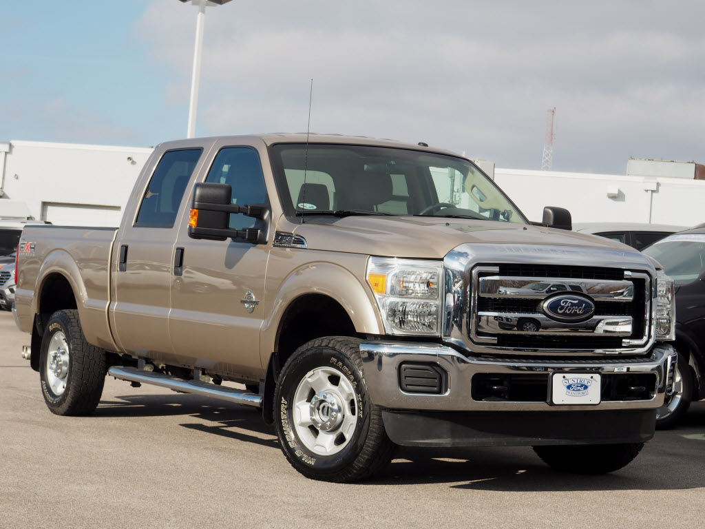 Photo Used 2011 Ford F-250 Super Duty Truck Crew Cab V-8 cyl for Sale in Saint Louis, MO