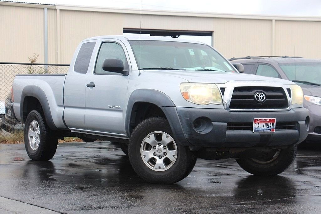Photo Used 2006 Toyota Tacoma ACCESS CAB, 4WD, MANUAL TRANS, LOW MILES