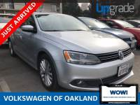 Pre-Owned 2011 Volkswagen Jetta SEL FWD 4D Sedan