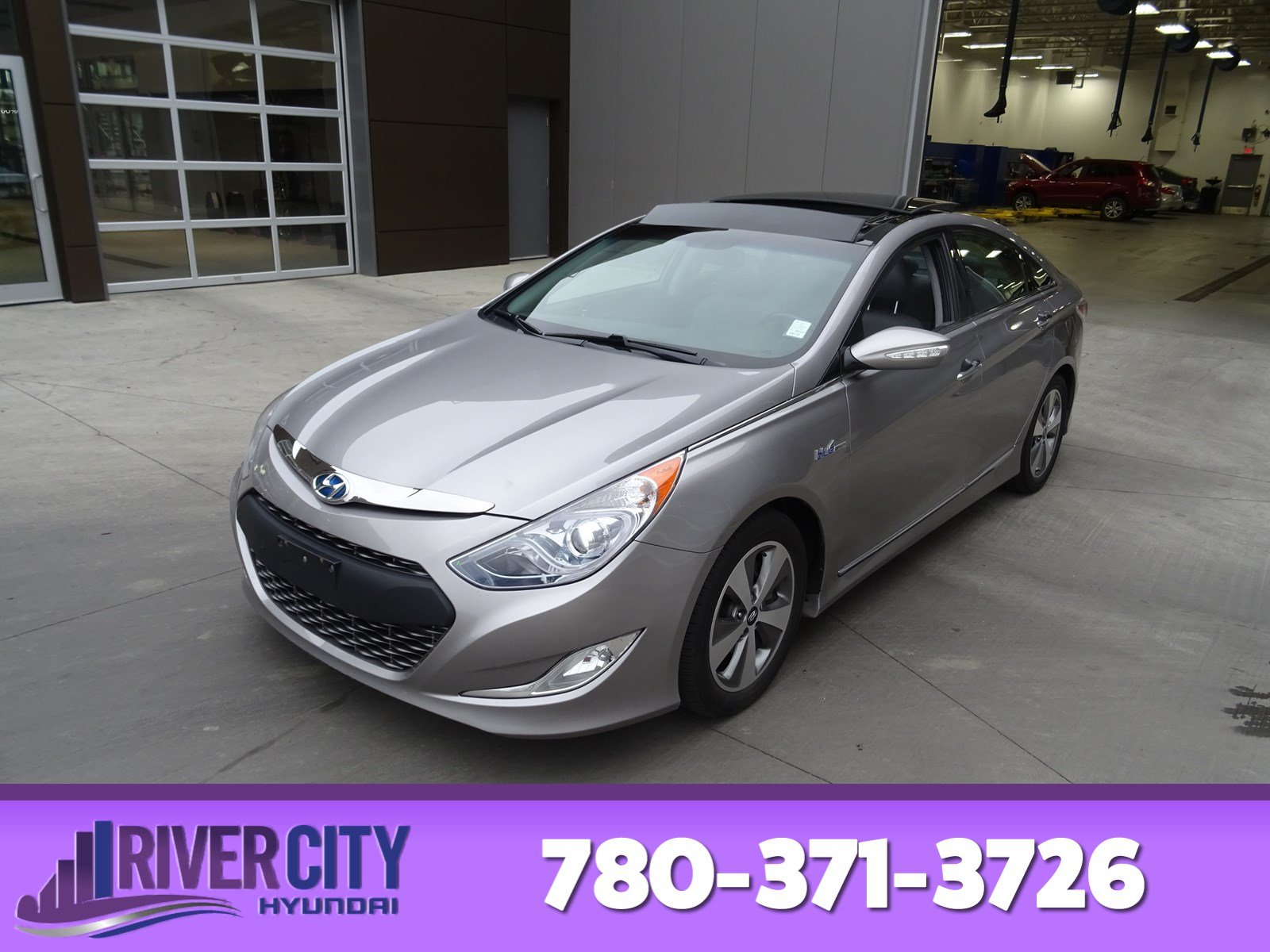 Photo Pre-Owned 2012 Hyundai Sonata LIMITED HYBRID Navigation GPS, Leather, Heated Seats, Panoramic Roof, Back-up Cam, Bluetooth,