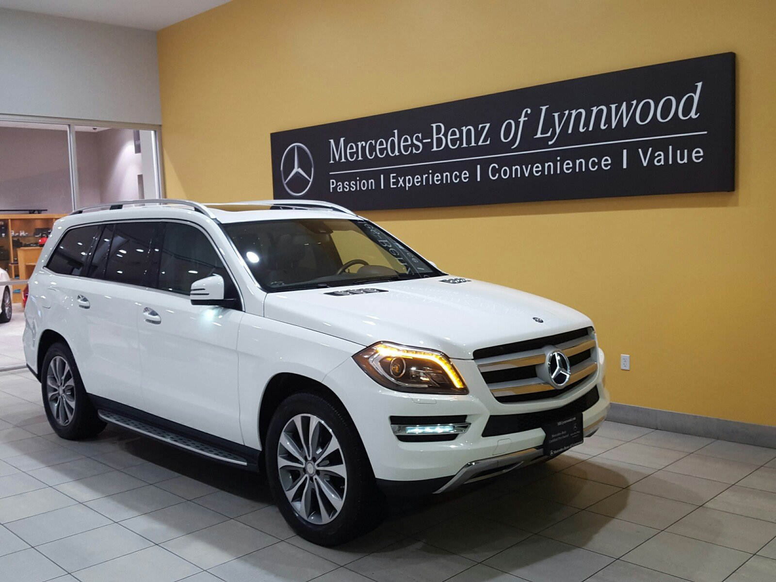 Photo Certified Pre-Owned 2014 Mercedes-Benz GL 450 4MATIC