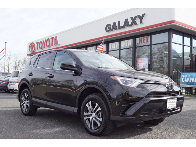 Pre-Owned 2018 Toyota RAV4 AWD LE 4dr SUV AWD