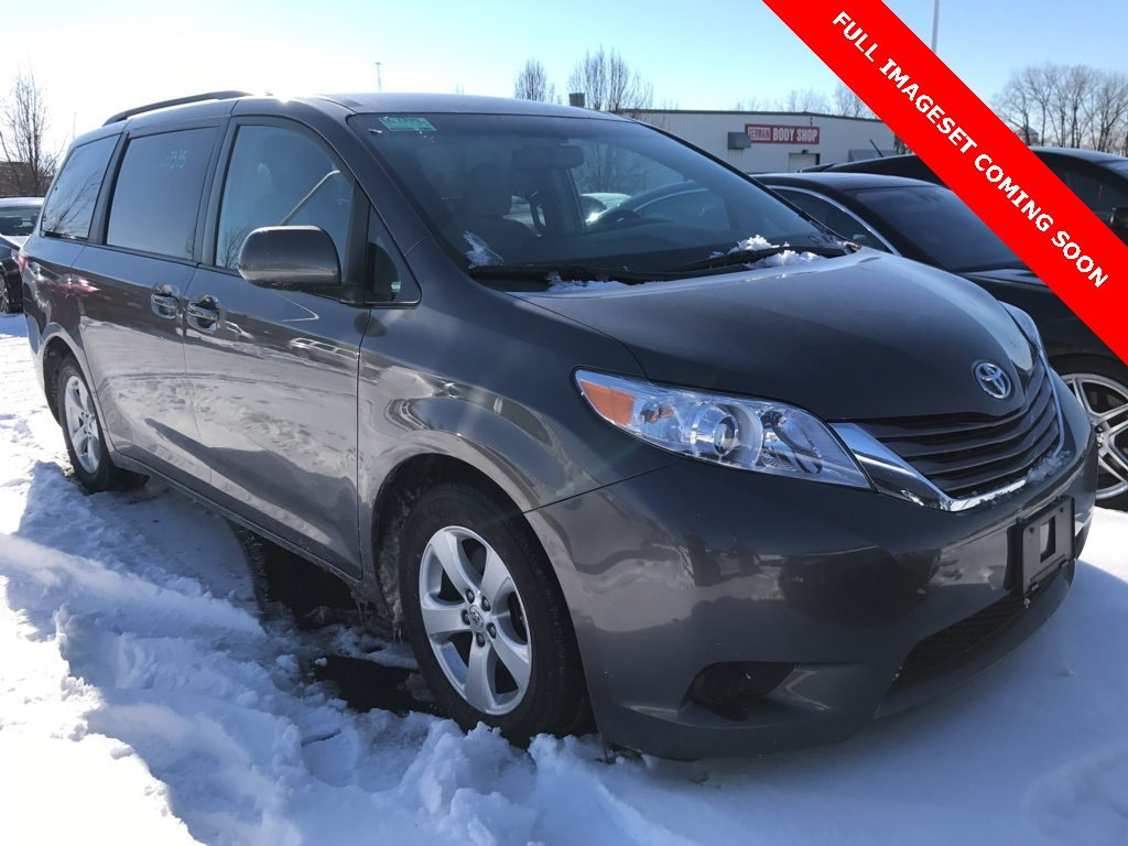 Pre-Owned 2016 Toyota Sienna LE FWD 4D Passenger Van