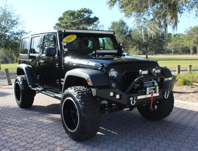Photo Pre-Owned 2017 Jeep Wrangler Unlimited LIFTED SPORT 4X4 4WD