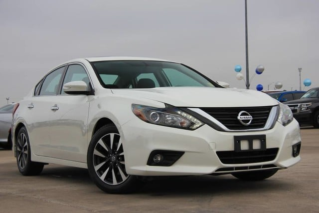 Photo Used 2016 Nissan Altima 2.5 SL ONE OWNER ONLY 31K MILES PERFECT IN AND OUT in Ardmore, OK