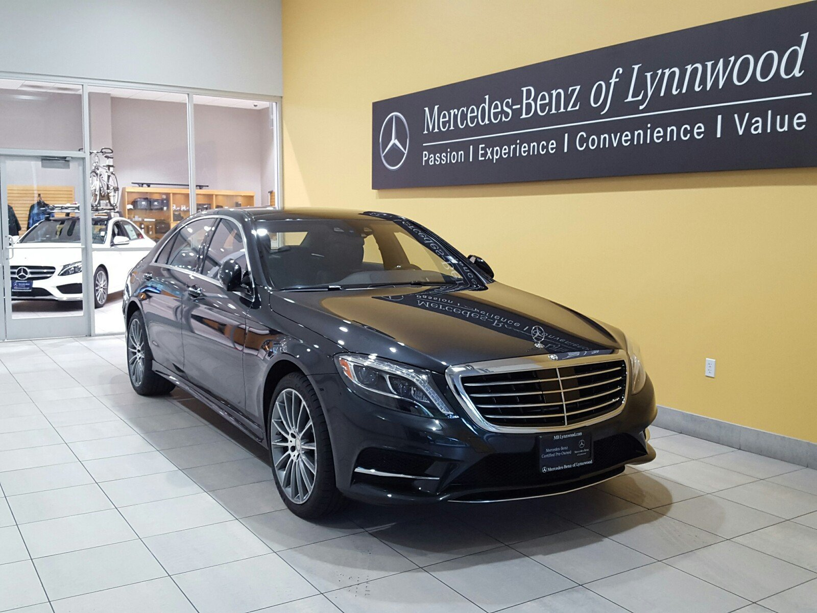 Photo Certified Pre-Owned 2015 Mercedes-Benz S 550 4MATIC
