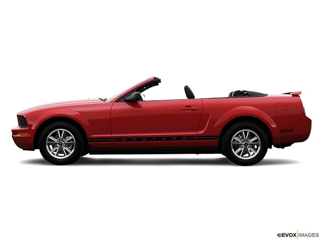 Photo 2007 Ford Mustang Convertible Rear-wheel Drive in Pensacola