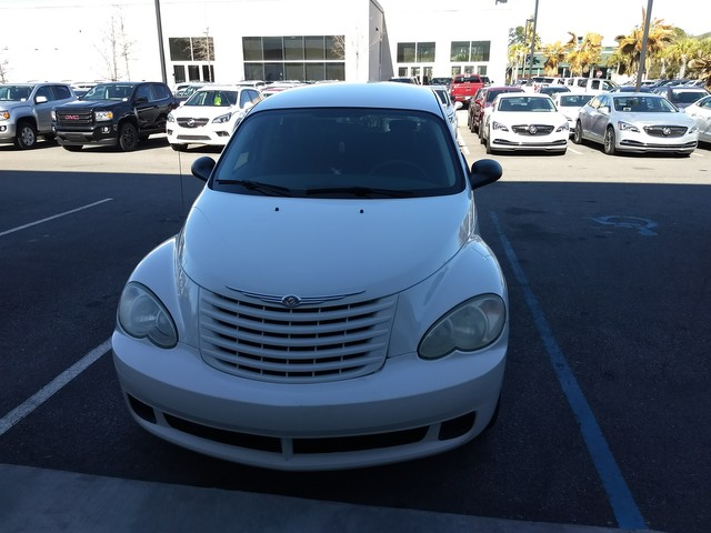 Photo Pre-Owned 2008 Chrysler PT Cruiser Front Wheel Drive Sedan