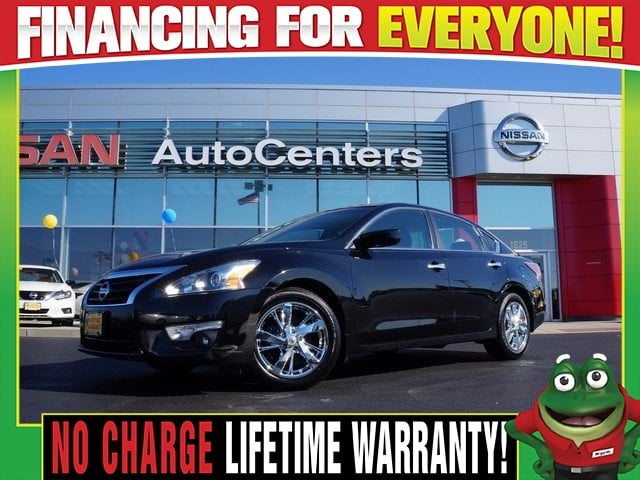 Photo Used 2015 Nissan Altima 2.5 SV - Back Up Camera - Dual Zone Climate For Sale Near St. Louis