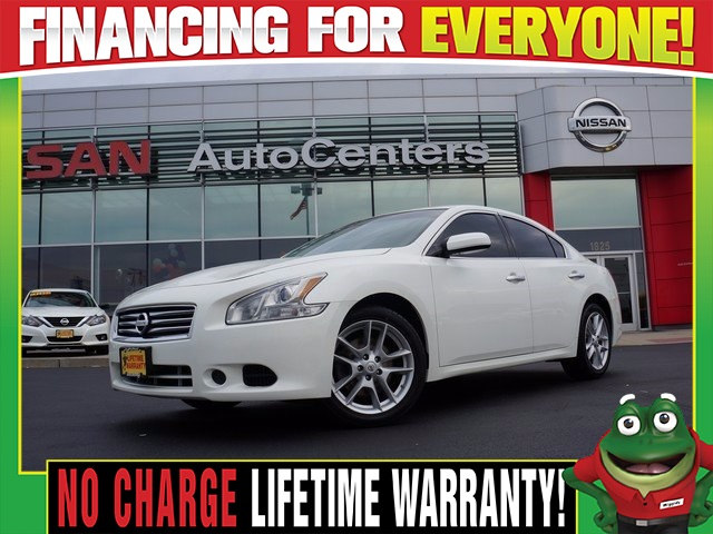 Photo Used 2014 Nissan Maxima 3.5 S - Moonroof - Dual Zone Climate For Sale Near St. Louis