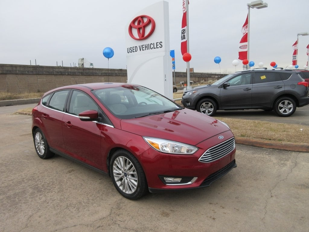 Photo Used 2016 Ford Focus Titanium Hatchback FWD For Sale in Houston