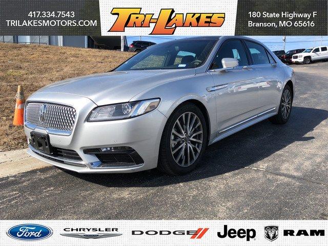 Photo Used 2017 Lincoln Continental Select Sedan