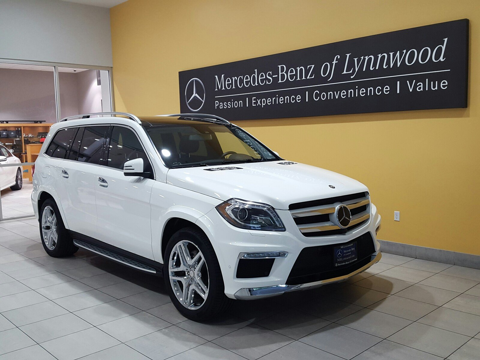 Photo Certified Pre-Owned 2015 Mercedes-Benz GL 550 4MATIC