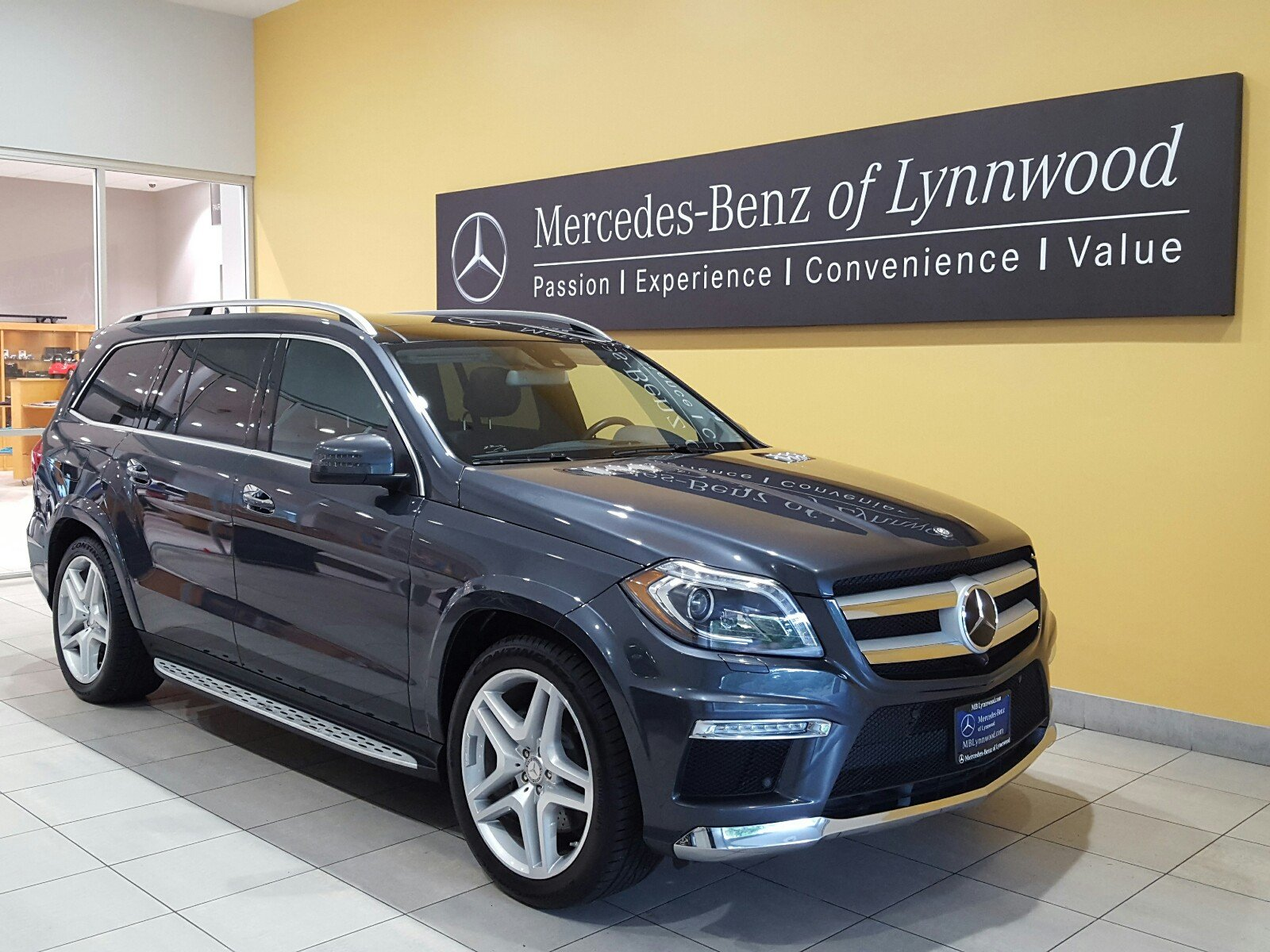 Photo Certified Pre-Owned 2016 Mercedes-Benz GL 550 4MATIC