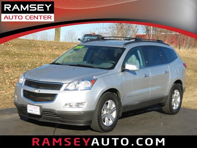 Photo Used 2010 Chevrolet Traverse AWD LT w2LT For Sale near Des Moines, IA