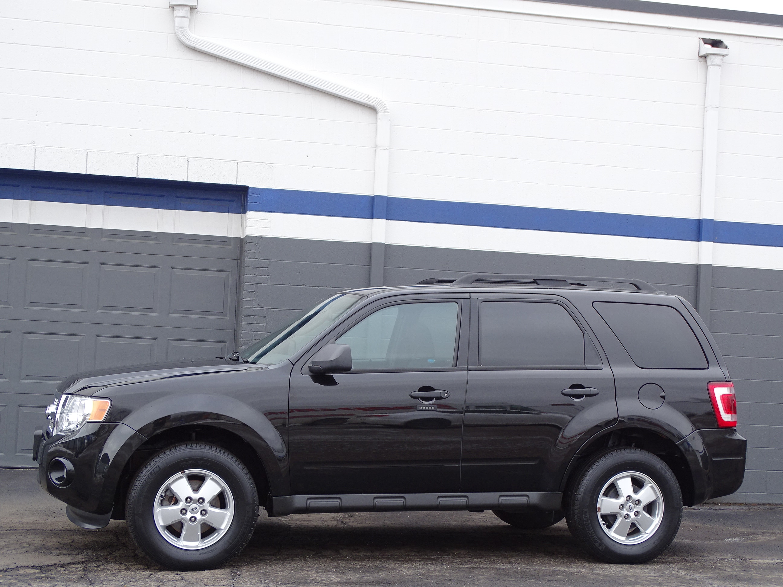 Photo Used 2011 Ford Escape For Sale  Heath OH