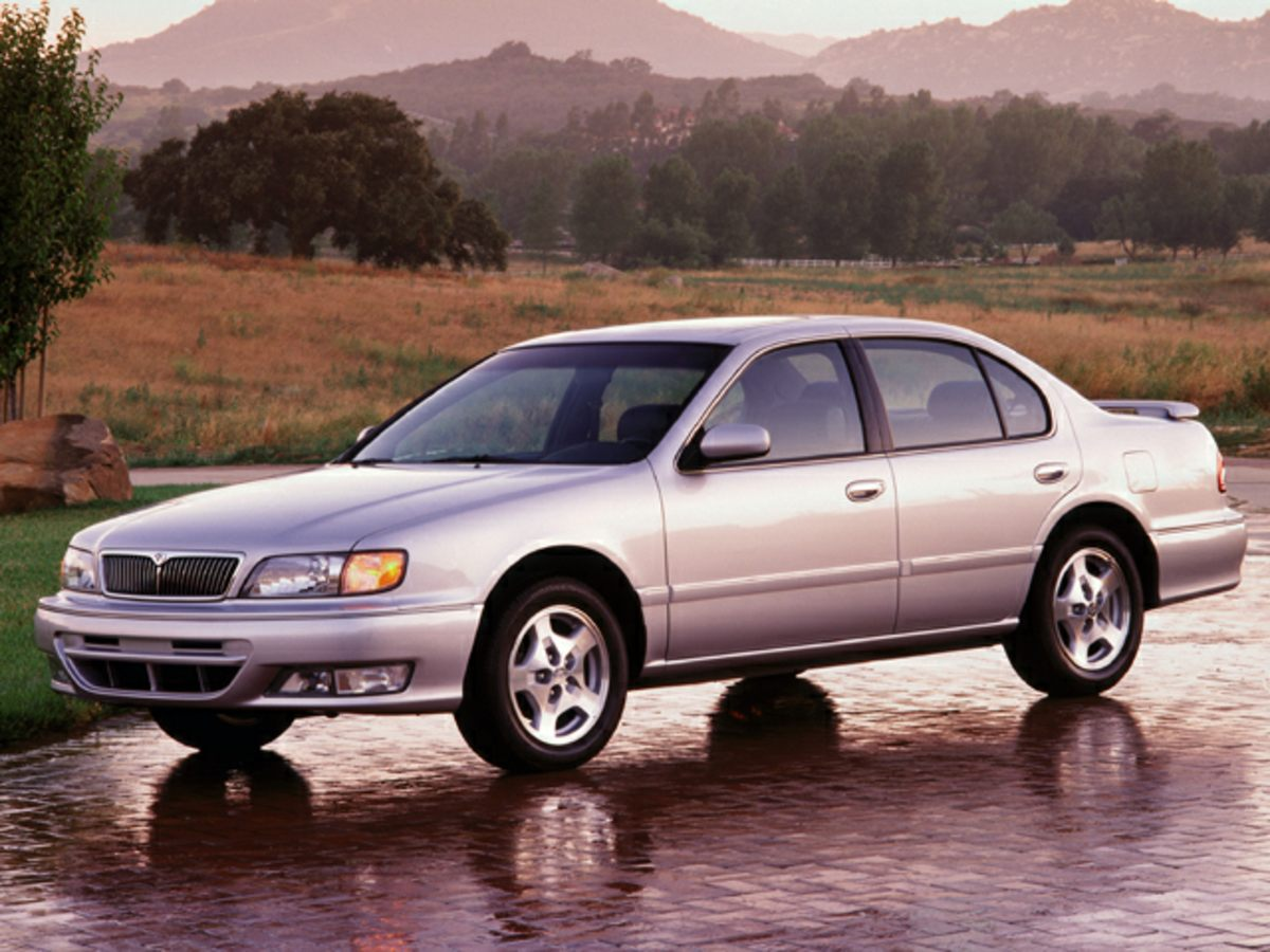 Photo Pre-Owned 1999 INFINITI I30 FWD 4D Sedan
