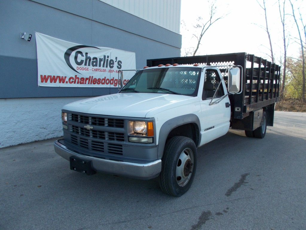 Photo Used 2002 Chevrolet Silverado 3500 Base DRW Flatbed Stake Body for sale in Maumee, Ohio