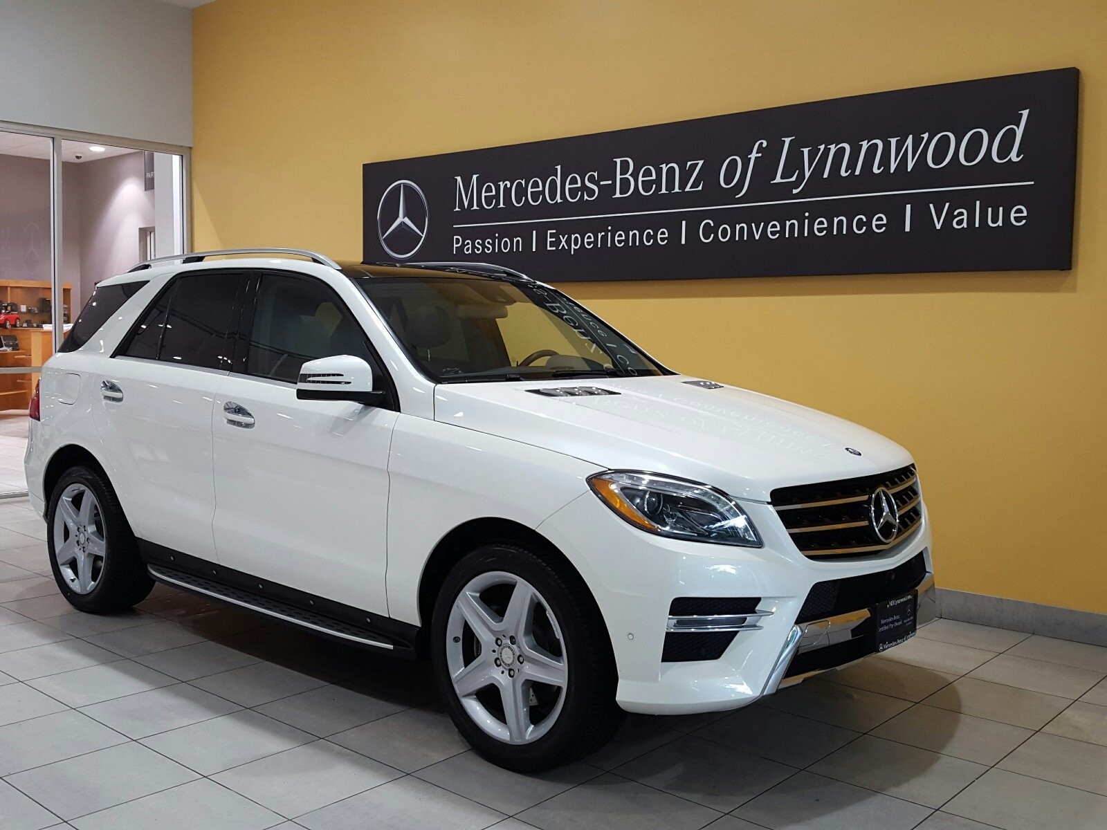 Photo Certified Pre-Owned 2015 Mercedes-Benz ML 400 4MATIC