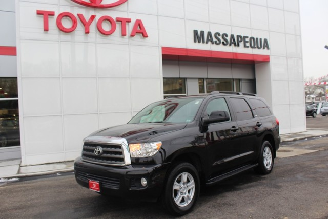 Photo Pre-Owned 2014 Toyota Sequoia SR5 LEATHER Four Wheel Drive SUV