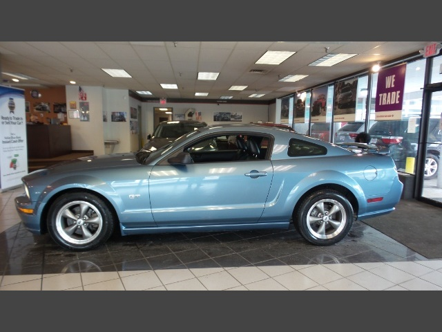 Photo 2005 Ford Mustang GT Deluxe for sale in Hamilton OH