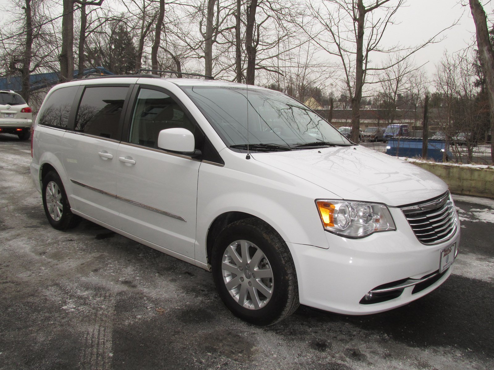 Photo Pre-Owned 2014 Chrysler Town  Country Touring FWD Mini-van, Passenger