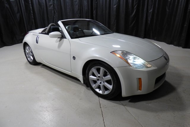 Photo Pre-Owned 2005 Nissan 350Z Touring RWD 2D Convertible