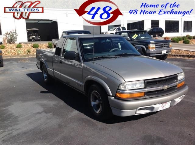 Photo Pre-Owned 2003 Chevrolet S-10 LS Ext. Cab 2WD RWD Extended Cab Pickup
