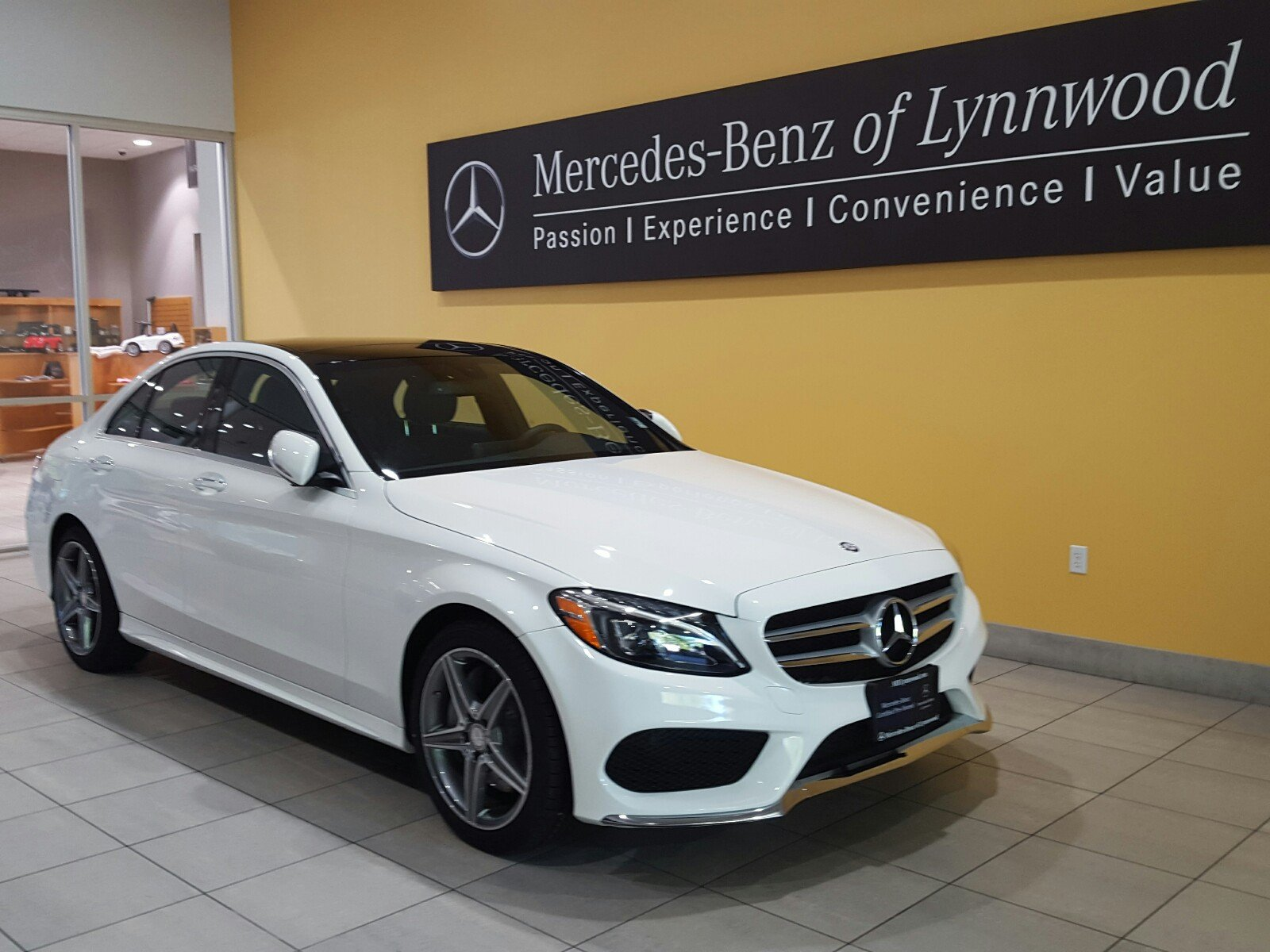 Photo Certified Pre-Owned 2015 Mercedes-Benz C 300 4MATIC