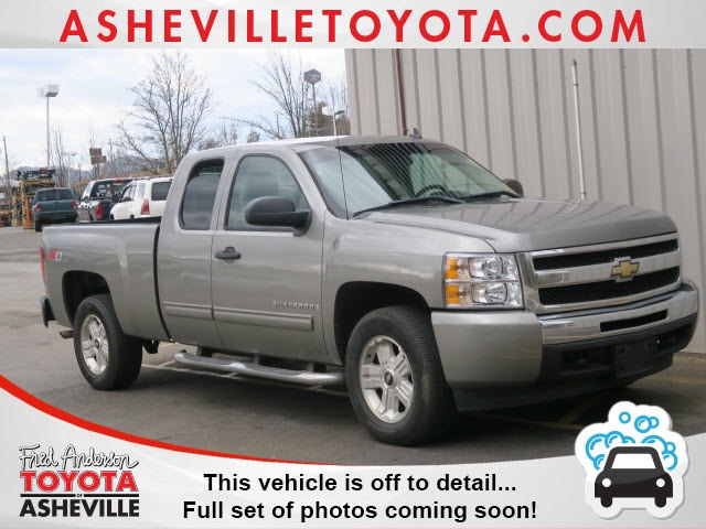 Photo Pre-Owned 2009 Chevrolet Silverado 1500 LT Truck Extended Cab For Sale  Raleigh NC