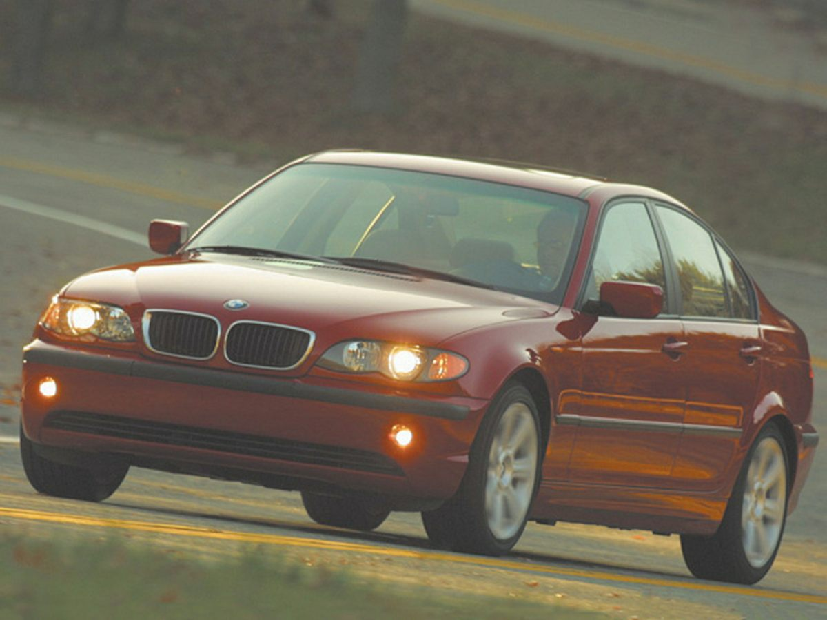 Photo Used 2004 BMW 330xi in Pittsfield MA