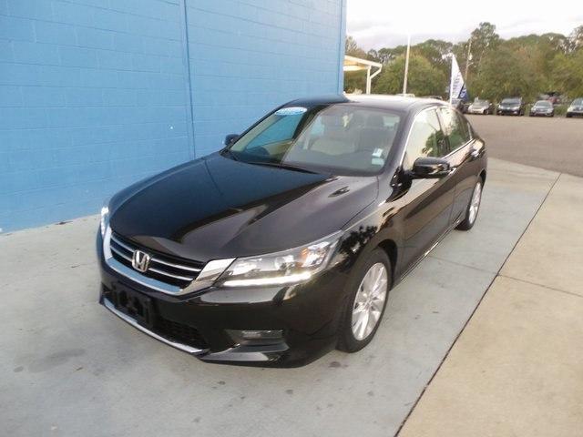 Photo Used 2015 Honda Accord For Sale  Jacksonville FL