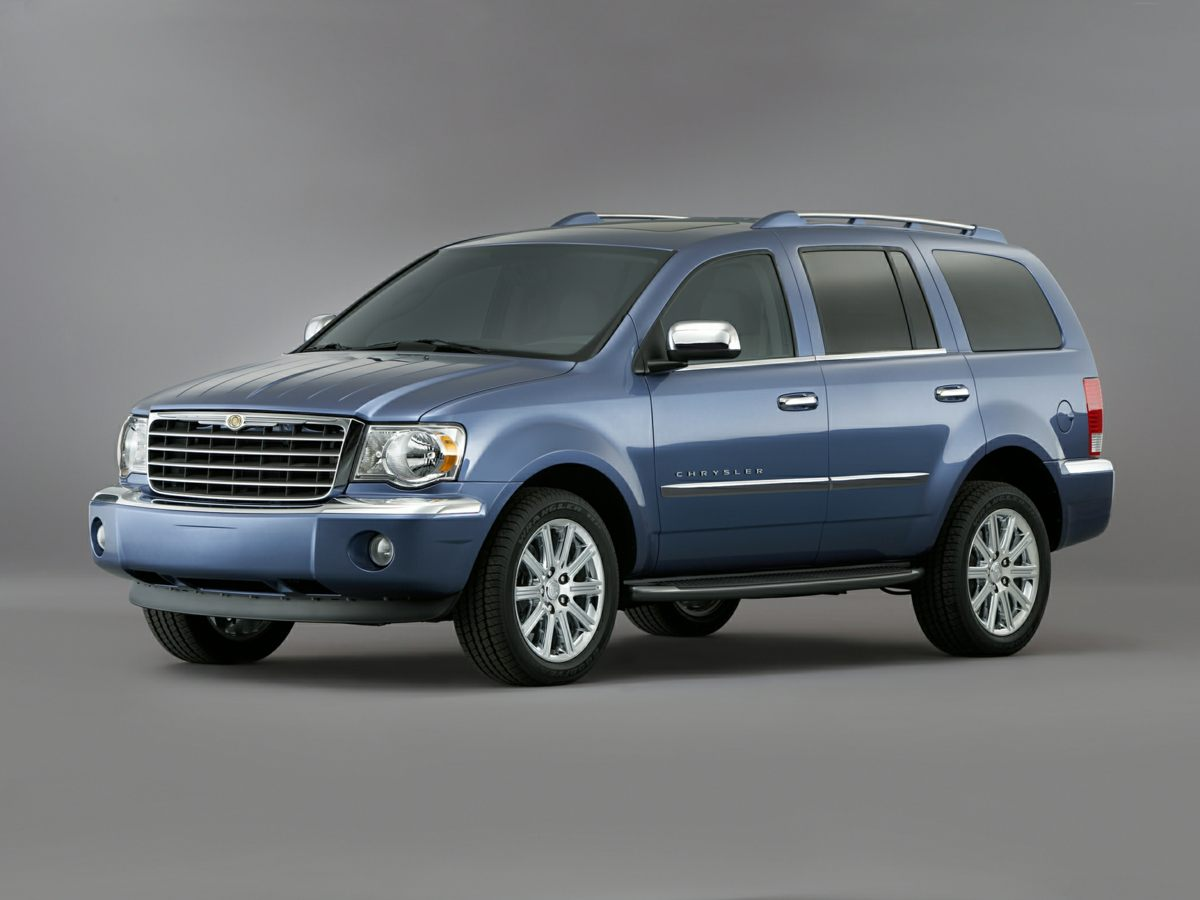 Photo Pre-Owned 2008 Chrysler Aspen Limited 4WD