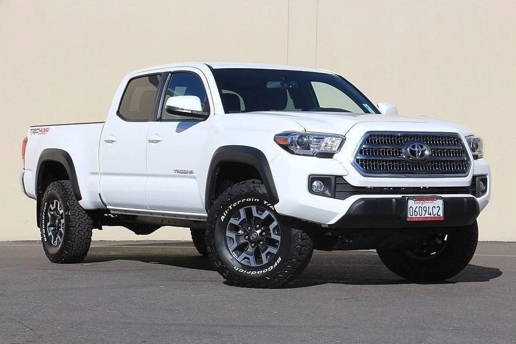 Photo Used 2017 Toyota Tacoma TRD Off Road V6 For Sale in Sunnyvale, CA