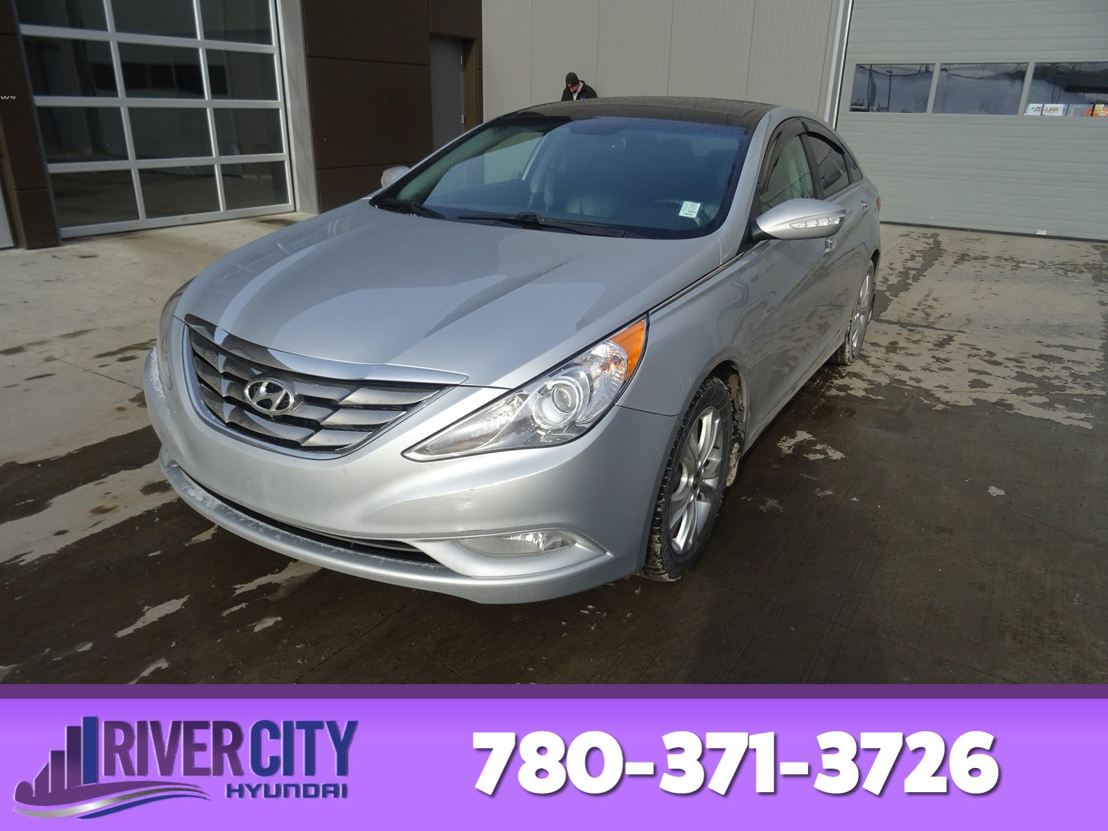 Photo Pre-Owned 2012 Hyundai Sonata LIMITED WITH NAV Navigation GPS, Leather, Heated Seats, Panoramic Roof, Back-up Cam, Bluetoot