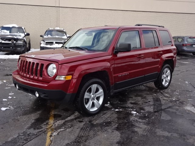 Photo CERTIFIED PRE-OWNED 2014 JEEP PATRIOT LATITUDE 4WD