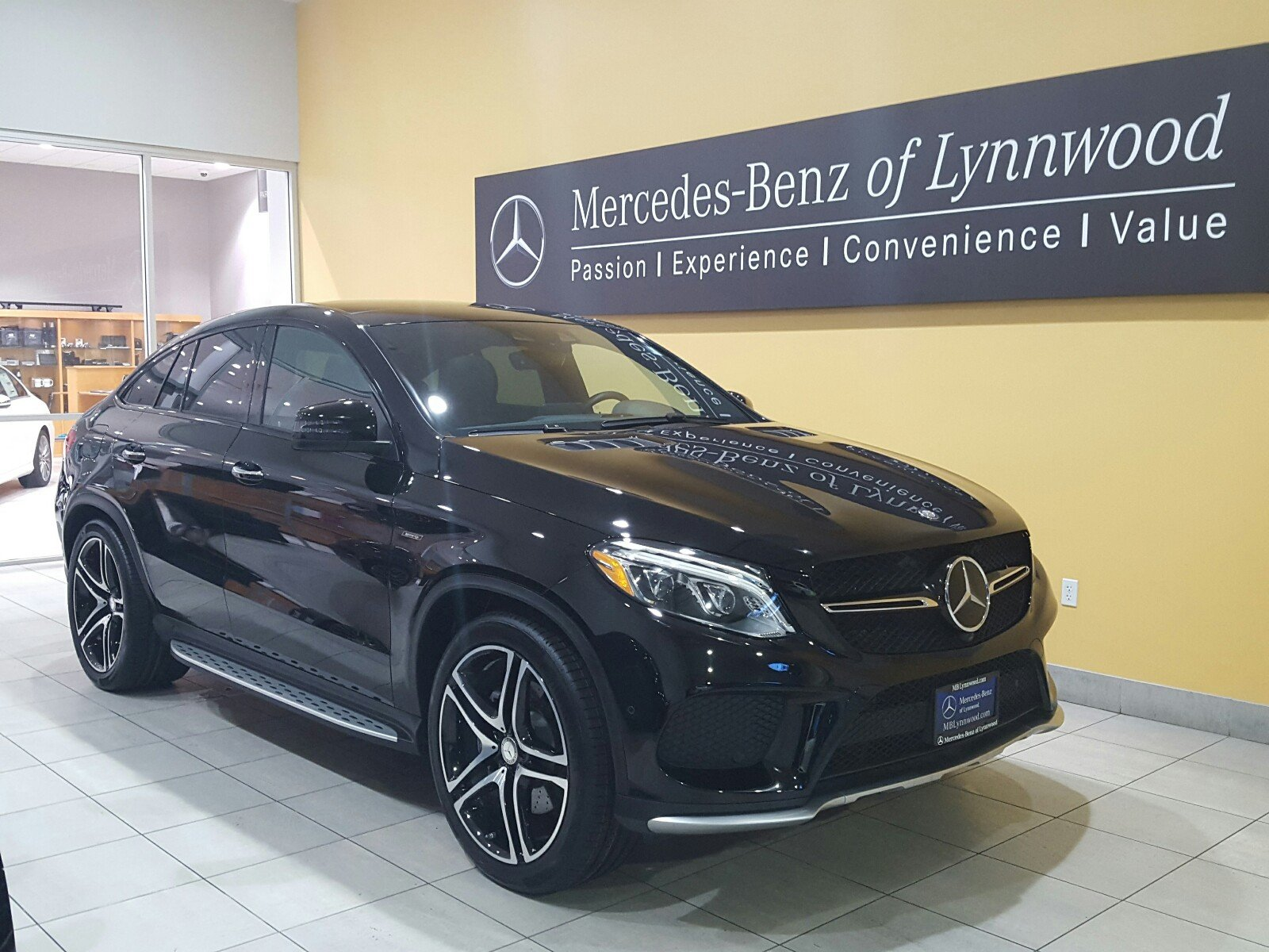 Photo Certified Pre-Owned 2016 Mercedes-Benz GLE 450 AMG 4MATIC