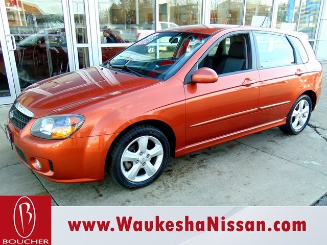 Photo Used 2009 Kia Spectra5 SX Hatchback in Waukesha, WI