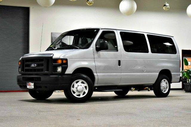 Photo 2013 Ford Econoline Wagon XLT