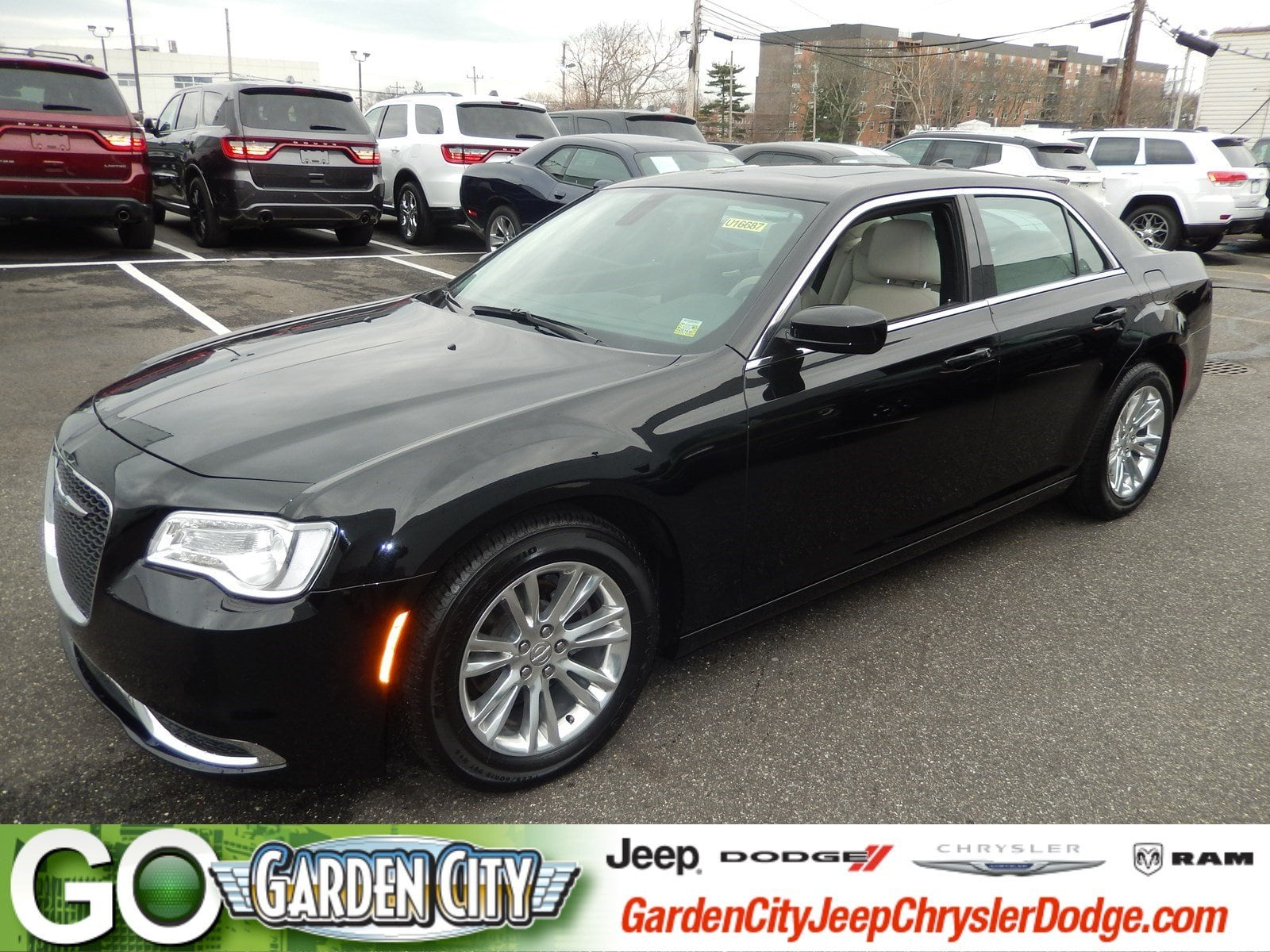 Photo Certified Used 2017 Chrysler 300 Limited Limited RWD For Sale  Hempstead, Long Island, NY