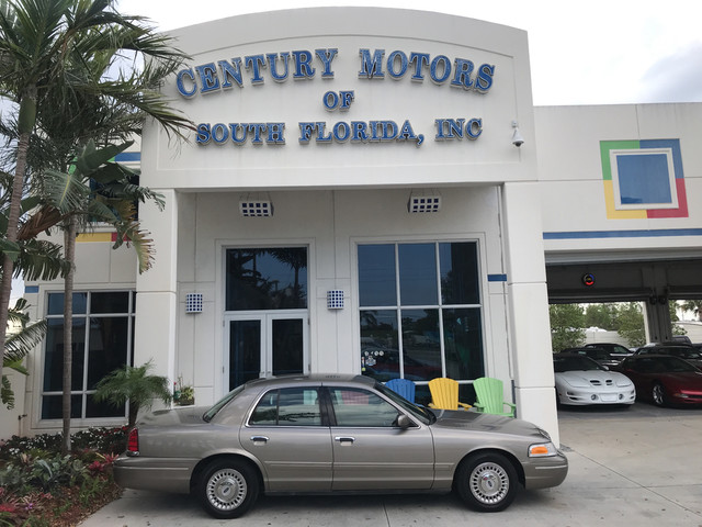 Photo 2001 Ford Crown Victoria 1 Owner Non Smoker Florida Low Mile Cloth Seats