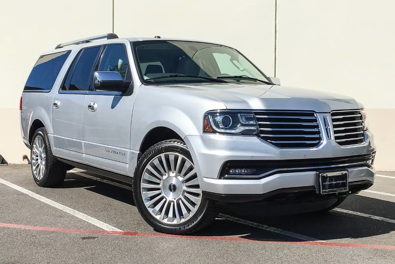 Photo Pre-Owned 2015 Lincoln Navigator L Four Wheel Drive SUV