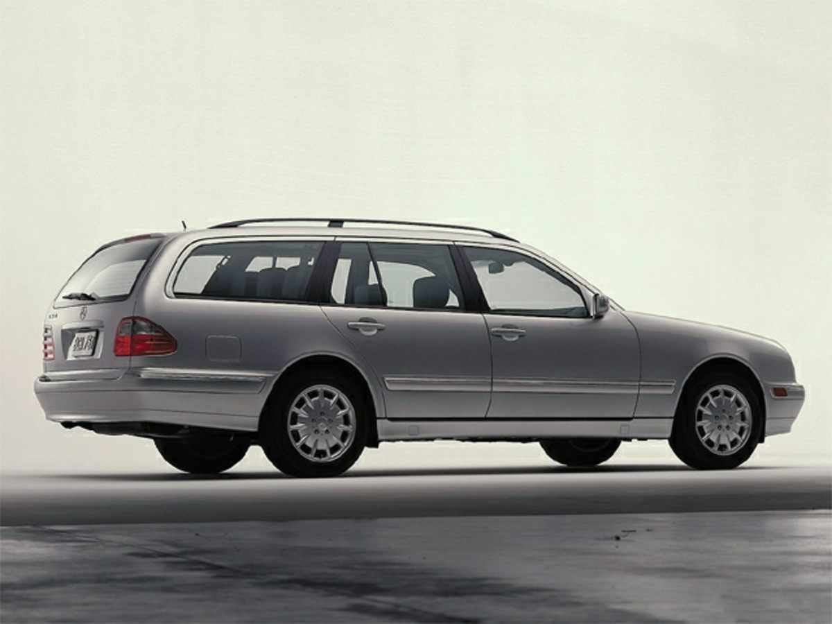 Photo Pre-Owned 2000 Mercedes-Benz E-Class E 320 RWD 4D Station Wagon
