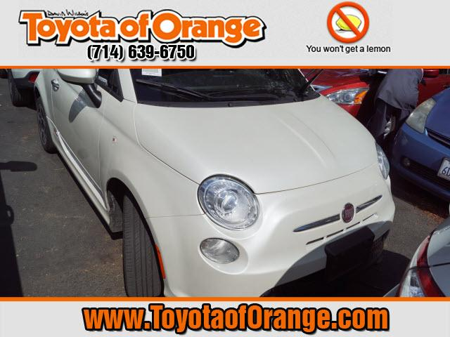 Photo 2015 FIAT 500e Battery Electric Hatchback Front-wheel Drive