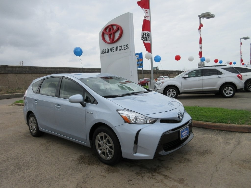 Photo Used 2015 Toyota Prius v Three Wagon FWD For Sale in Houston