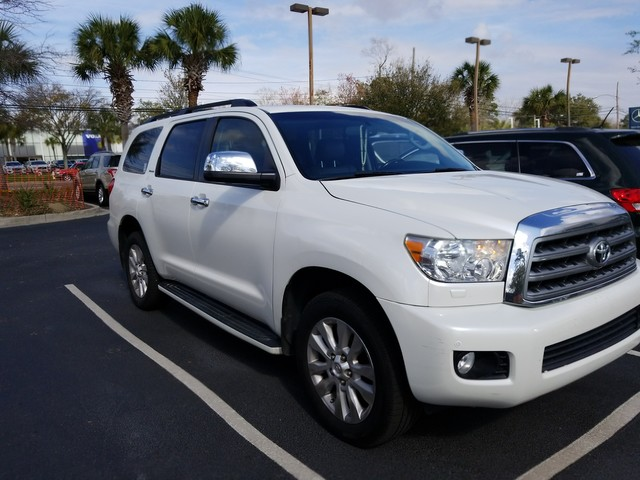Photo Pre-Owned 2010 Toyota Sequoia Platinum Four Wheel Drive SUV