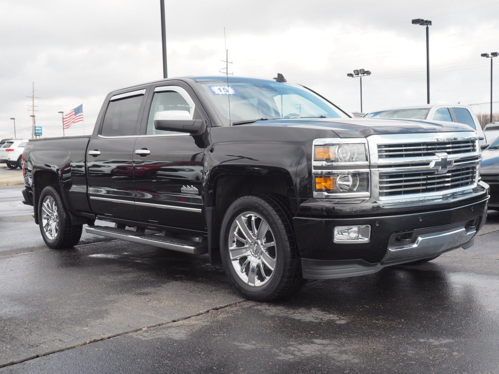 Photo Used 2015 Chevrolet Silverado 1500 High Country 4x4 High Country Crew Cab 6.5 ft. SB in Woodhaven, MI