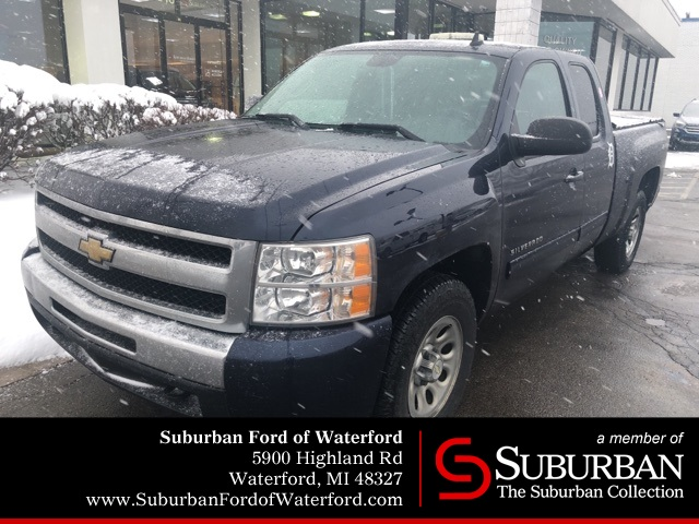 Photo Used 2011 Chevrolet Silverado 1500 LT Truck Extended Cab V-8 cyl in Waterford, MI