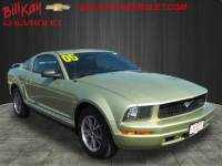 Pre-Owned 2005 Ford Mustang RWD Deluxe 2dr Fastback