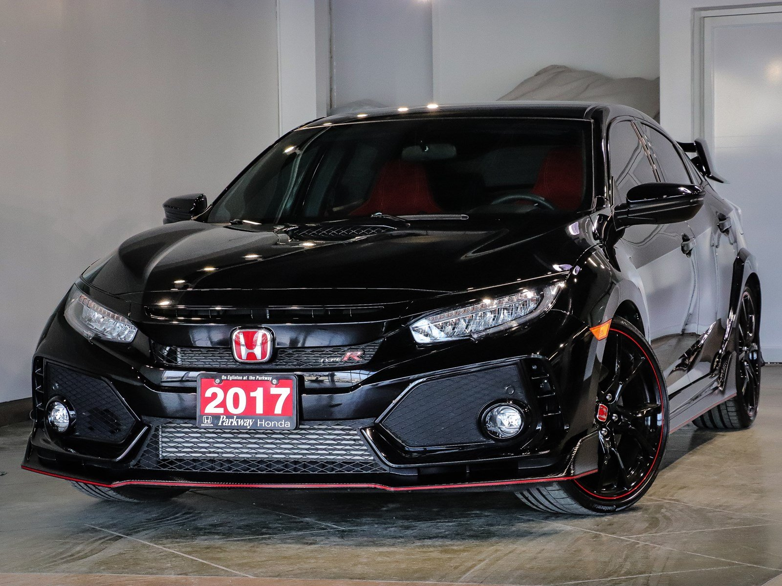 Photo Pre-Owned 2017 Honda Civic TYPE R - 306 HP LOW KILOMETERS - UNLEASHED FROM THE TRACK With Navigation